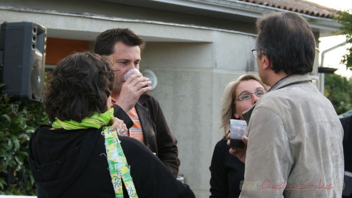 Entracte entre le Big Band du conservatoire Jacques Thibaud et Fada. Festival JAZZ360 2010, parvis de la salle culturelle, Cénac. 14/05/2010