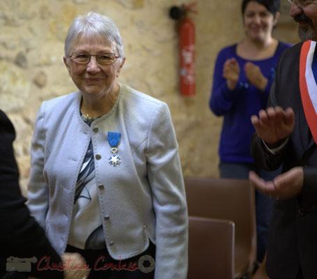 Applaudissement chaleureux du public. Suzette Grel est Chevalière de l'Ordre national du Mérite, ce 7 février 2015 à Le Pout