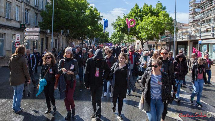 Jeunes manifestant-es et sympathisant-es de la France Insoumise. Manifestation du 1er mai 2017, cours d'Albret, Bordeaux