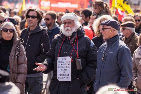 """14h47 """"Les retraité(e)s ne sont pas les vaches à lait du président des riches"""" Manifestation intersyndicale de la Fonction publique/cheminots/retraités/étudiants, place Gambetta, Bordeaux. 22/03/2018"""