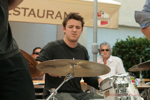 Hugo Raducanu, batteur. Concert des Ateliers Jazz des conservatoires de Bordeaux et Agen. Festival JAZZ360 2011, restaurant les Acacias. 05/06/2011