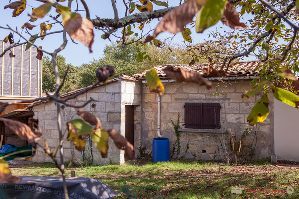 6 Habitat vernaculaire à proximité de la construction contemporaine. Avenue de Moutille, Cénac, Gironde. 16/11/2017