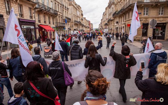11h09 La France insoumise descend le cours de l'Intendance, poing levé scandant les slogans. Bordeaux. 01/05/2018