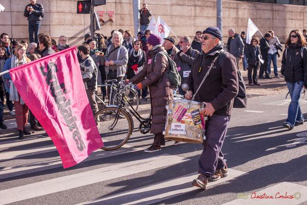 Sud Solidaire et son tambour major. Manifestation intersyndicale contre les réformes libérales de Macron. Cours d'Albret, Bordeaux, 16/11/2017