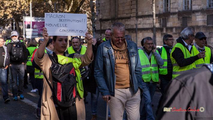 """""""Macron, destitution !! Nouvelle constitution !"""" Manifestation nationale des gilets jaunes. Cours d'Albret, Bordeaux. Samedi 17 novembre 2018"""