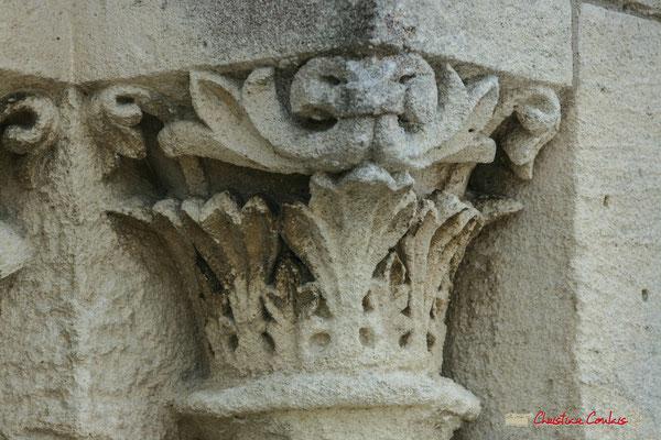 Détail du châpiteau de l'embrasure nord. Eglise Saint-André, Cénac. 25/05/2009