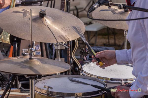 Jeu de balais par Julien Lavie; Jujubees Swing Combo. Festival JAZZ360, Cénac. 08/06/2019