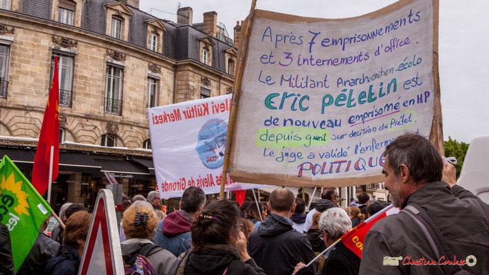 """11h07 """"Après 7 emprisonnement et 3 internements d'office, le militant anarcho-chrétien-écolo Eric Pétetin (Pétof) est de nouveau emprisonné en H.P. depuis le 9 avril sur décision du Préfet. Le juge a validé l'enfermement politique"""" Bordeaux, 01/05/2018"""