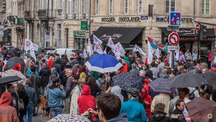 """""""Ceci n'est pas pas une queue soviétique devant un magasin de nourritures, mais une manifestation contre la réforme du code du travail, rue Georges Bonnac à Bordeaux le 12/09/2017"""