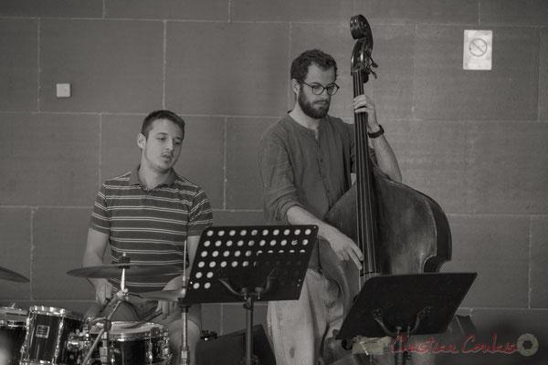 Hugo Raducanu, batterie et Aurélien Gody, contrebasse accompagnent les Choraleurs, Carmen in Jazz, Quinsac