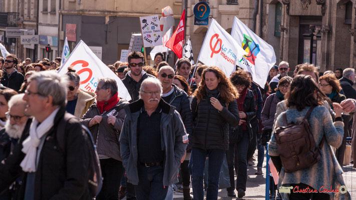 """15h09 """"Make your services publics great again"""" Manifestation intersyndicale de la Fonction publique/cheminots/retraités/étudiants, place Gambetta, Bordeaux. 22/03/2018"""