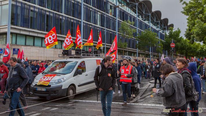 Tête de cortège C.G.T., cours d'Albret, Bordeaux. Manifestation du 1er mai 2017, avec la France Insoumise