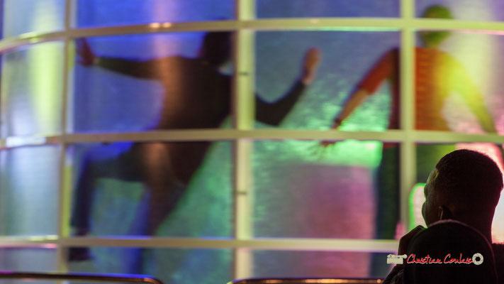 """""""Collé au mur """" Au fil des allées de la Foire aux plaisirs. Bordeaux, mercredi 17 octobre 2018. Reproduction interdite - Tous droits réservés © Christian Coulais"""