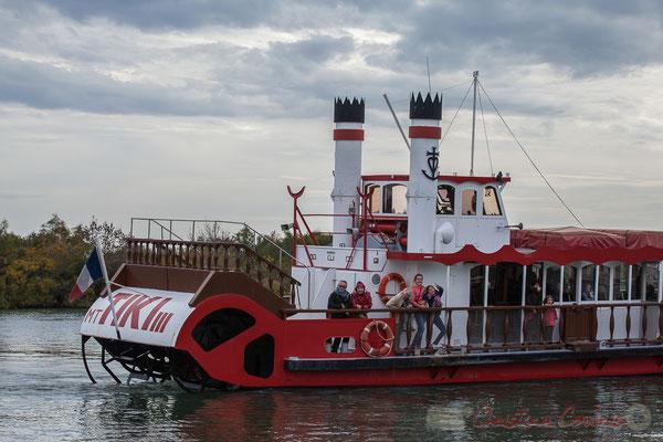 15h36 Le Tiki III remonte le Petit Rhône, par le grau d'Orgon pour accoster à son embarcadère proche du canal des Launes