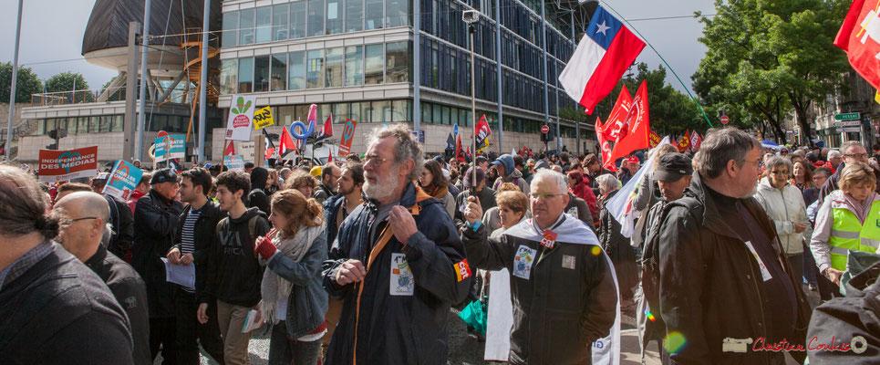 """""""Poing levé à la GoPro"""" Manifestation du 1er mai 2017, avec la France Insoumise, cours d'Albret, Bordeaux"""