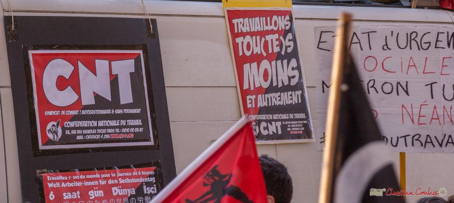"""C.N.T.  """"Travaillons tou(te)s moins et autrement"""" Manifestation intersyndicale de la Fonction publique, place Gambetta, Bordeaux. 10/10/2017"""