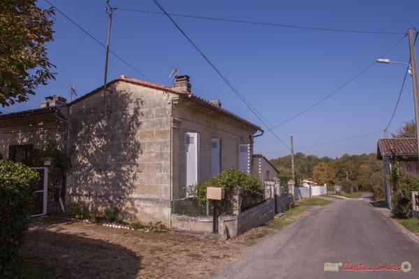 5 Habitat vernaculaire, avec la grange presque en face. Avenue de Moutille, Cénac, Gironde. 16/11/2017