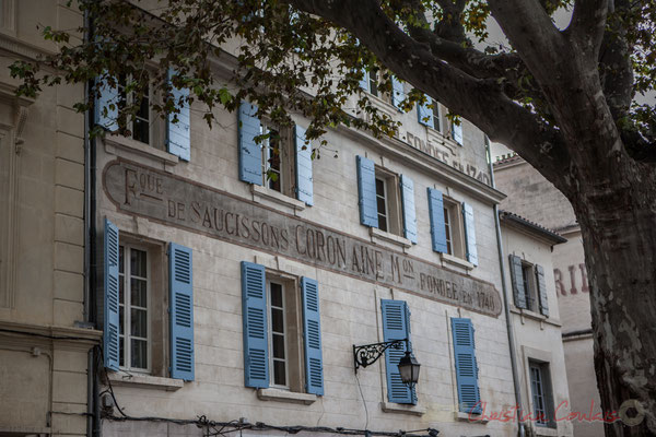 43 Fabrique de saucissons, Maison Coron-Aine. Fondée en 1740, Charcuterie Fine, place Antonelle, Arles