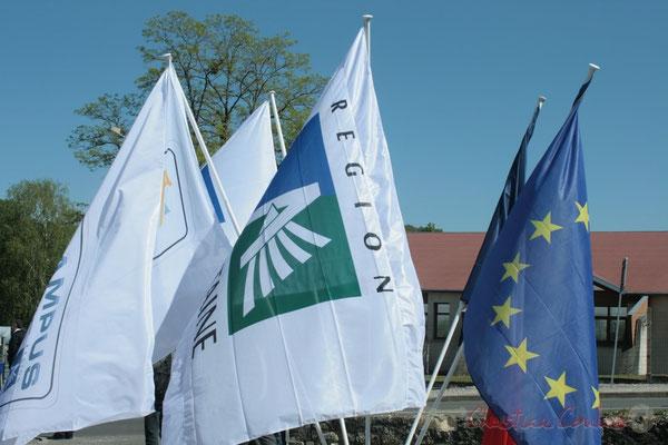 Inauguration de l'Aérocampus Aquitaine, drapeaux de l'Europe, de la France, de la Région Aquitaine et de l'Aérocampus Aquitaine. Latresne
