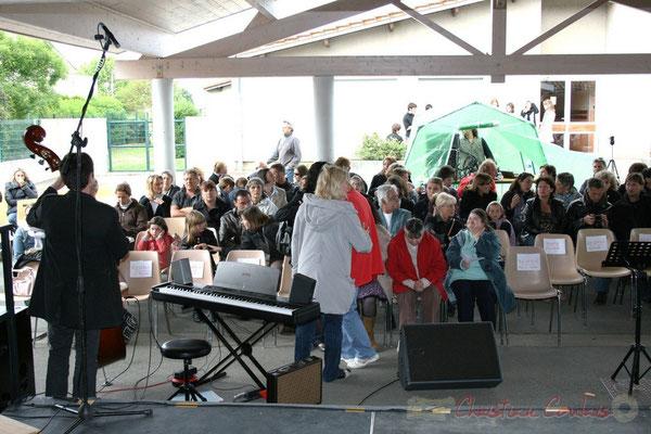 Festival JAZZ360 2010. Le public se place... Groupe scolaire de Cénac, mercredi 12 mai 2010