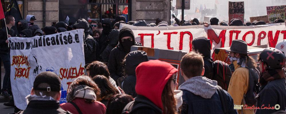 """14h42 """"Bordeaux debout"""" """"Soulève-toi"""" Manifestation intersyndicale de la Fonction publique/cheminots/retraités/étudiants, place Gambetta, Bordeaux. 22/03/2018"""