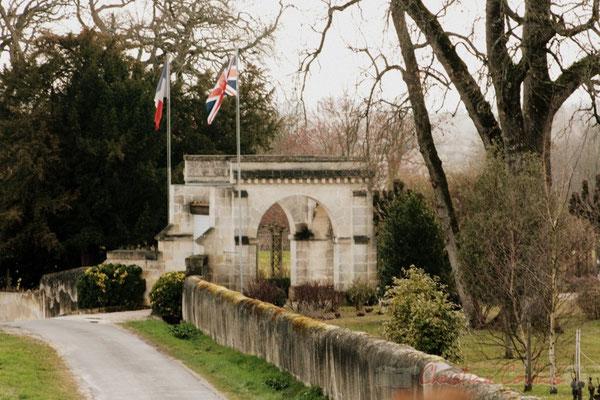 Entrée du Château de Carignan, Carignan-de-Bordeaux