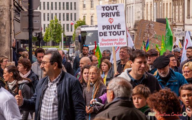 """11h01 """"Tout privé, privé de tout; Soutenons le service public"""" Place Gambetta, Bordeaux. 01/05/2018"""