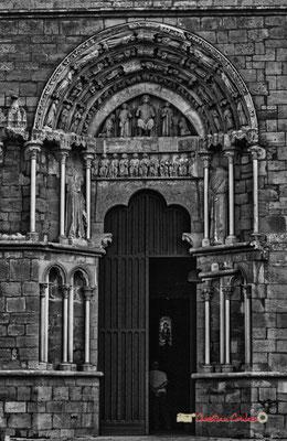 Portail de l'église Saint-Sauveur, cité médiévale de Saint-Macaire. 28/09/2019. Photographie © Christian Coulais