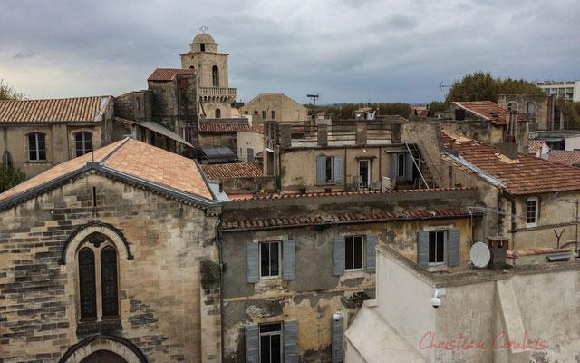 33 Vue depuis l'une des terrasses de la Fondation Vincent van Gogh, dôme de la Chapelle du Méjean, Arles