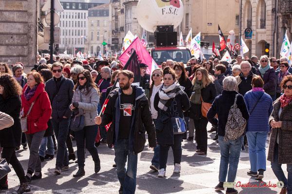 """14h59 """"Riposte lycéenne, étudiante"""" Manifestation intersyndicale de la Fonction publique/cheminots/retraités/étudiants, place Gambetta, Bordeaux. 22/03/2018"""