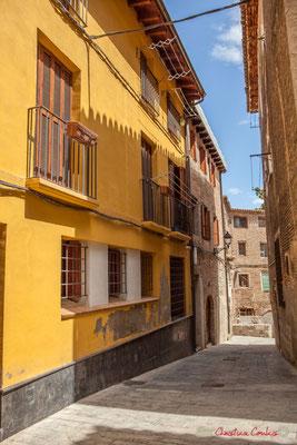 Façade de maison ocre jaune /  Fachada de casa ocre amarillo, Tudella, Navarra
