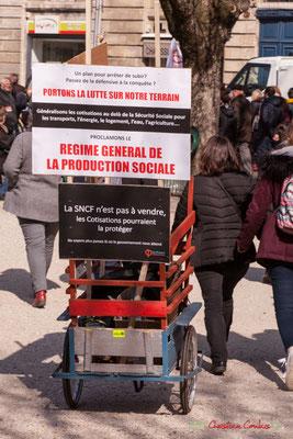 """15h11 """"Proclamons le régime général de la protection sociale"""" """"La SNCF n'est pas à vendre, les cotisations pourraient la protéger"""" """"La France insoumise : Ne soyons plus jamais là où le gouvernement nous attend"""". Bordeaux. 22/03/2018"""