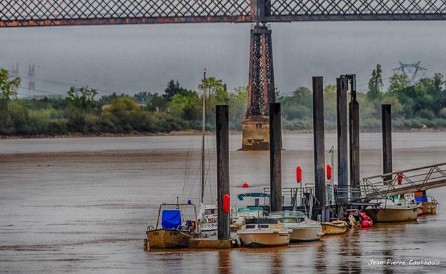 Depuis le pont routier Gustave Eiffel, le port de Cubzac-les-ponts. Samedi 26 septembre 2020. Photographie HDR © Jean-Pierre Couthouis