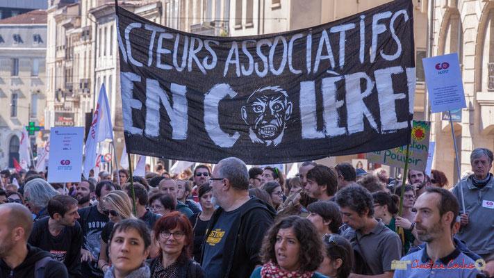 """""""Acteurs associatifs en colère"""" Manifestation intersyndicale de la Fonction publique, place Gambetta, Bordeaux. 10/10/2017"""