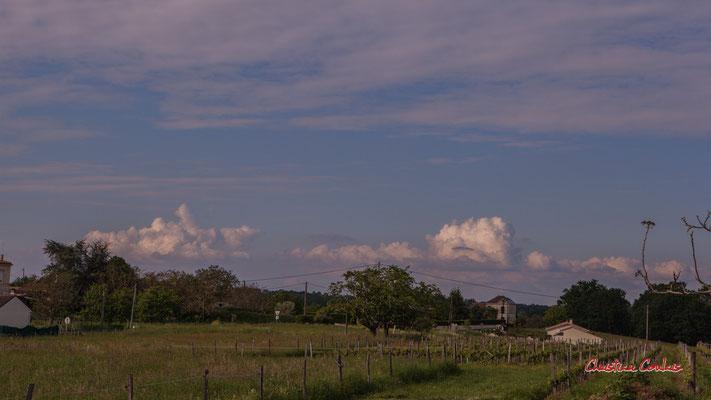 Ciels et nuages, vendredi 24 avril 2020, 18h24, le Garde, Cénac. Photographie : Christian Coulais / 59mm