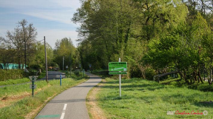 La Piste cyclable Roger Lapébie, voix verte des Deux-Mers vers Sauveterre-de-Guyenne. Gare ferroviaire de Citon-Cénac. Cénac, 14/04/2009