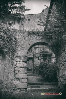 Escalier de la Cité médiévale, menant à la Garonne. Saint-Macaire. 28/09/2019. Photographie © Christian Coulais