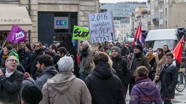 """14h49, """"2016, Séparation du MEDEF et de l'Etat"""" !"""" Place Gambetta, Bordeaux"""