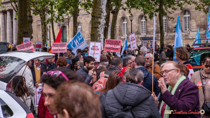 """10h00 PCF/Front de gauche """"Ensemble faisons dérailler Macron"""" """"Mon train j'y tiens"""". Place de la République, Bordeaux. 01/05/2018"""