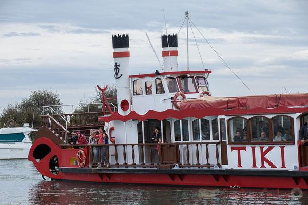 Le Tiki III, par son tribord, fait face au bâbord du Bac Sauvage 3 !