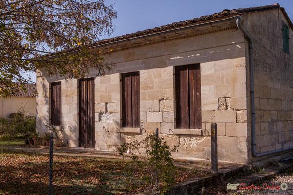 2 Habitat vernaculaire, côté ouest. Allée du Cloutet, Cénac, Gironde. 16/10/2017