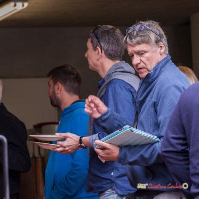 Dorian et Pablo (tout en gérant le son) vont pouvoir déjeuner. Pique-nique vigneron avec Nicolas Saez Quartet, Festival JAZZ360 2019, Château Duplessy, Cénac, lundi 10 juin 2019