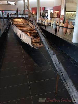 """Bateau, nommé par les archéologues """"Arles-Rhône 3"""" lors d'une mission de cartographie des épaves dans l'ancien port d'Arles, naviguait probablement depuis quelques années sur une portion du Rhône allant du nord d'Arles..."""