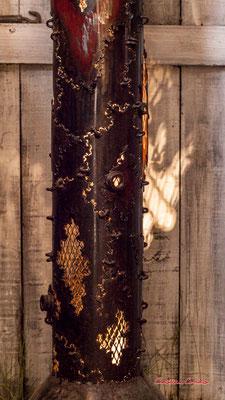 Luminaire de Jean-François Buisson. Le Ras d'eau, atelier de Sébastien Rideau, artiste plasticien. Le Verdon-sur-mer, samedi 3 juillet 2021. Photographie © Christian Coulais