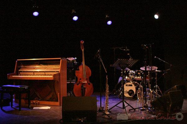 Tout est en place pour pouvoir écouter Roger Biwandu Quintet. Festival JAZZ360, Cénac. 03/06/2011
