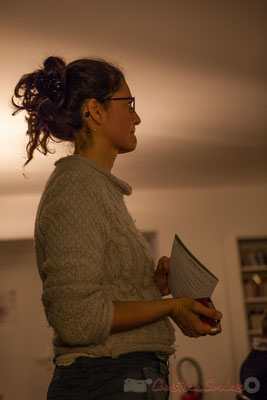 """""""Ai-je mis les affiches droites ?"""" Pascale Martinez. Le Rocher de Palmer, 12/12/2015. Reproduction interdite - Tous droits réservés © Christian Coulais"""