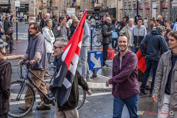 """""""Porte-drapeau C.N.T."""" Manifestation contre la réforme du code du travail. Place Gambetta, Bordeaux, 12/09/2017"""