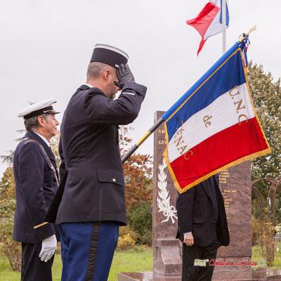 Minute de silence. Commémoration de l'Armistice du 11 novembre 1918 et hommage rendu à tous les morts pour la France, ce lundi 11 novembre 2019 à Cénac (Gironde).