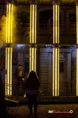 """""""Sans chaperon rouge"""" Au fil des allées de la Foire aux plaisirs. Bordeaux, mercredi 17 octobre 2018. Reproduction interdite - Tous droits réservés © Christian Coulais"""