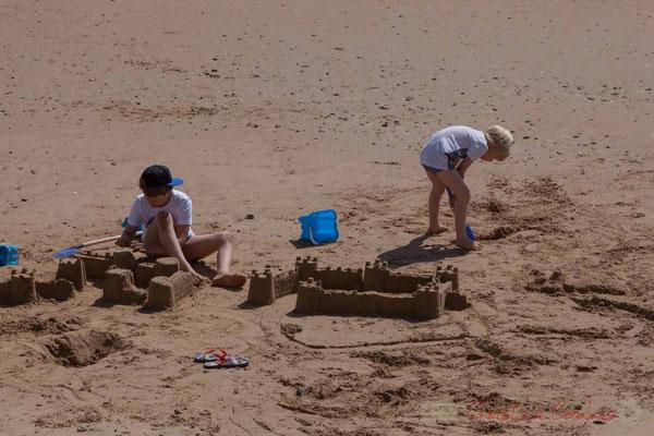Châteaux de sable. Promenade Marie Tsvetaieva, Saint-Gilles-Croix-de-Vie, Vendée, Pays de la Loire